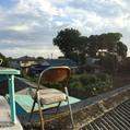 1244.屋根の上の机